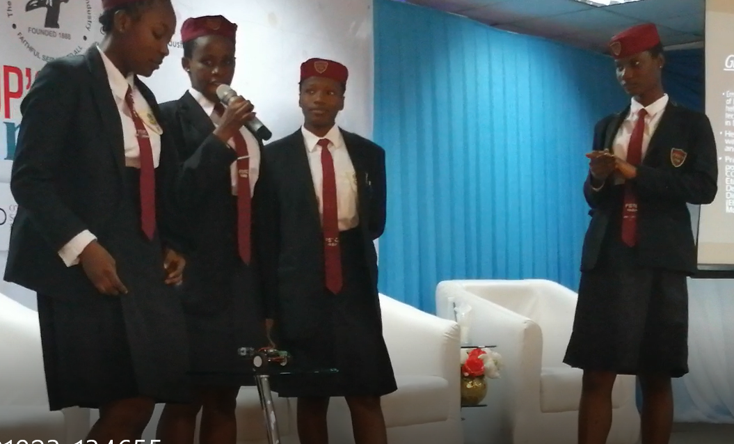 FSTC Yaba students showcase their Carl-6 Robot project